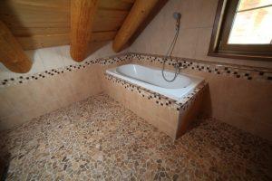 Podlaha v koupelně nemusí být vždycky dlažba!