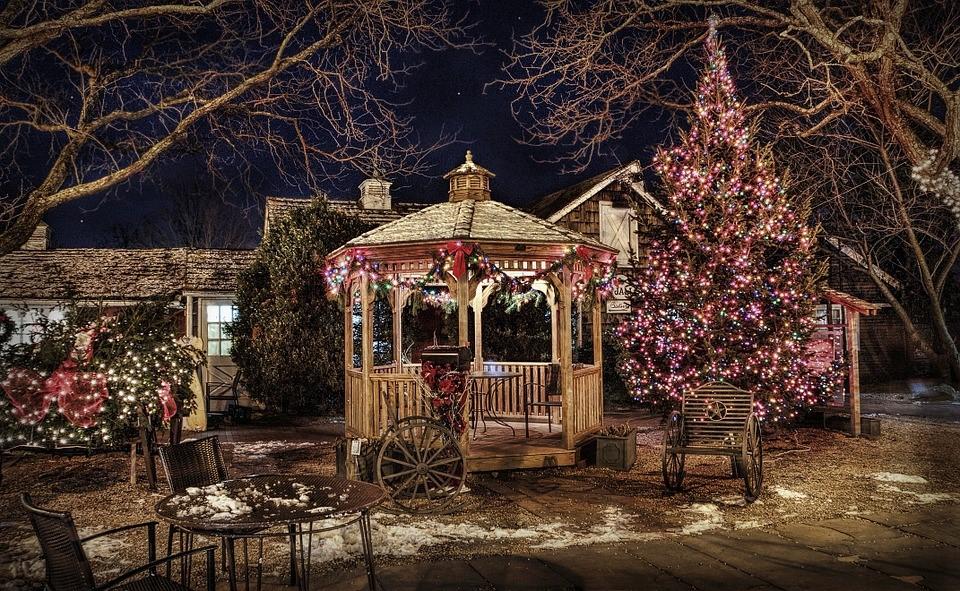 Probuďte vánočního ducha a rozsviťte stromeček, okna i celý dům.