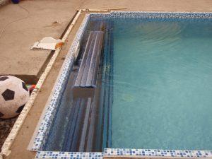 Lamelové krytí bazénů je funkční a estetické