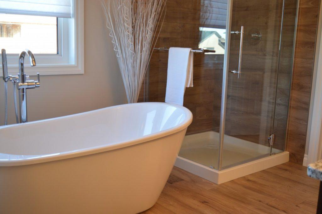 5 běžných věcí, které ničí vzhled vaší koupelny